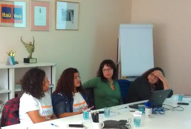 Laricia (de óculos) fala sobre as expectativas de sua família em relação ao Programa